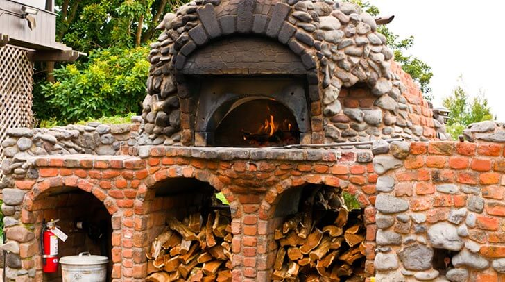 5 Reasons Why You Should Use Fire Bricks When Building A Pizza Oven